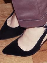 Туфли имеют заостренный носок и ремешок на застёжке. У них красивая форма и удобный подъем. Я переживала на счёт размера, но 37-й мне подошел идеально.